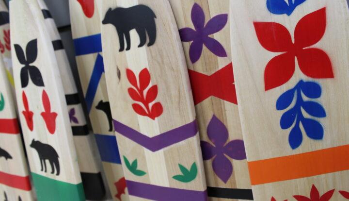 Paddles (apowai) with traditional Atikamekw patterns produced by the Tapiskwan collective