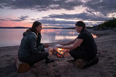 Une des industries ayant été le plus affectées par la crise de la COVID-19 est sans contredit celle du tourisme. Dans cet article, une de nos organisations partenaires, Tourisme Autochtone Québec, dresse un état de situation du tourisme autochtone et de ce qui a été fait et mis en place pour aider les entreprises touristiques.